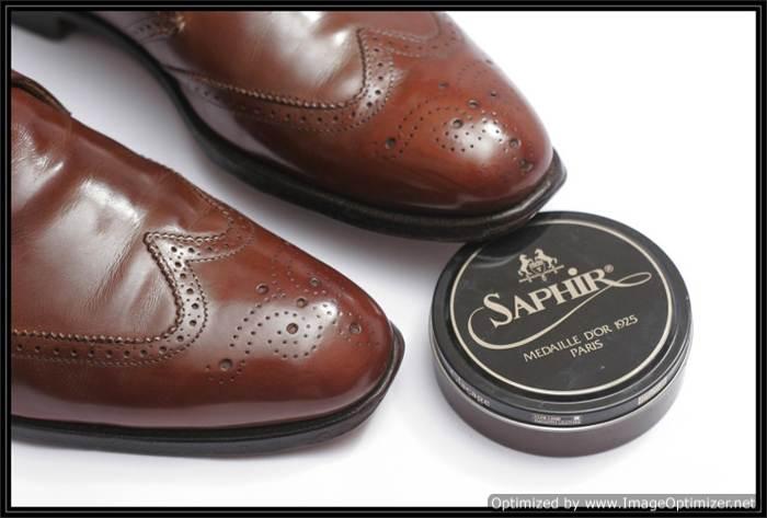 Нанесение пасты для полировки обуви Saphir